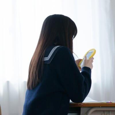 日本一「エモい」チャットボット、AI女子高生「りんな」が進化中|チャットボットやWeb接客・RPA等のAI・人口知能製品・サービスの比較・検索・資料請求メディア