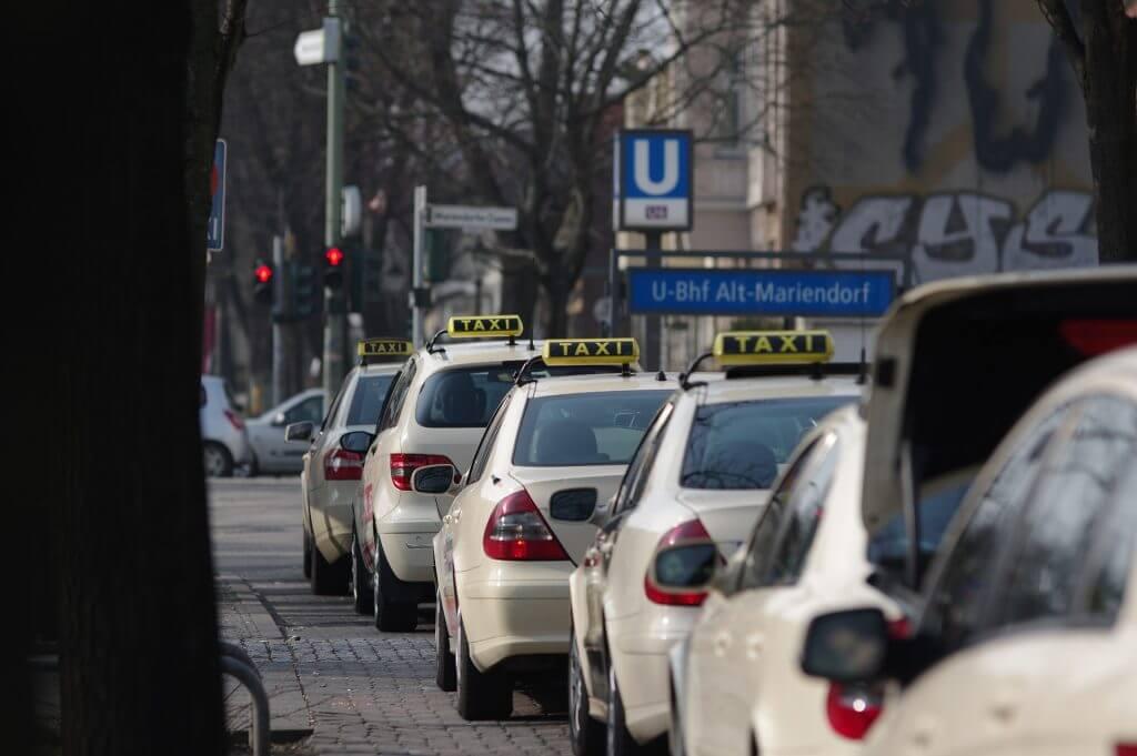 新人ドライバーがベテランドライバーなみの売上げに?!「AI×タクシー」で起こす変革|チャットボットやWeb接客・RPA等のAI・人口知能製品・サービスの比較・検索・資料請求メディア