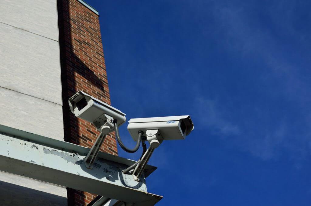 防犯・セキュリティー業界に導入されているAIの事例|人工知能を搭載した製品・サービスの比較一覧・導入活用事例・資料請求が無料でできるAIポータルメディア
