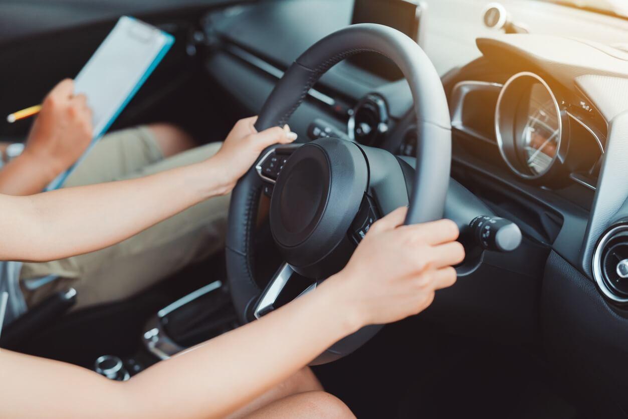 指導員不足を解消!AI・人工知能が指導する自動車教習とは? 人工知能を搭載した製品・サービスの比較一覧・導入活用事例・資料請求が無料でできるAIポータルメディア